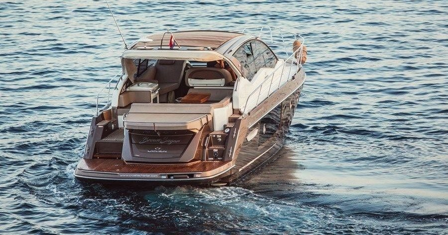 Luxury Yacht - Private Tour (4 hours)